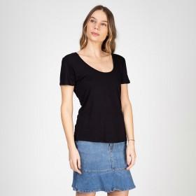 Blusa T-Shirt Soltinha Decote Redondo Cor Preta