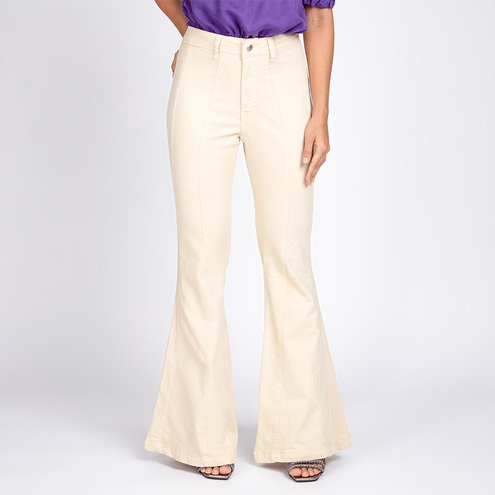 Calça Jeans Color Flare Taty Recortes Cor Off White