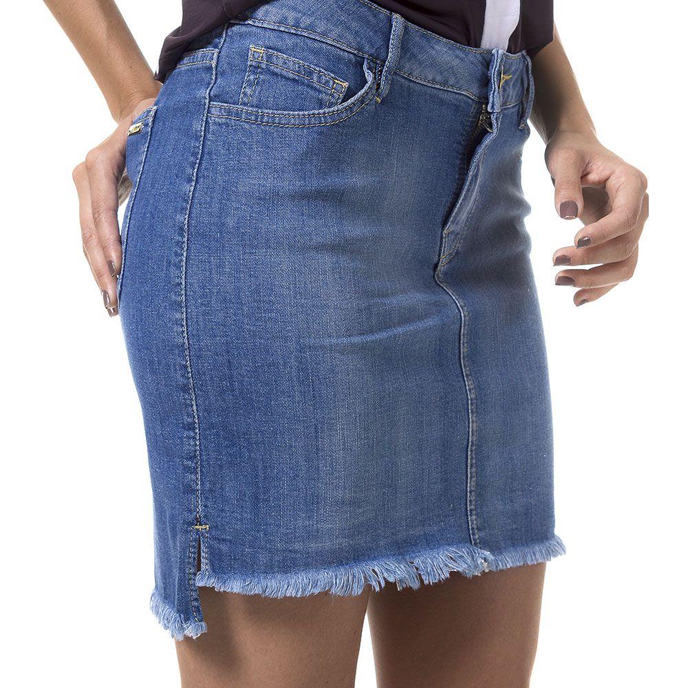 Saia Jeans Curta com Barra Desfiada