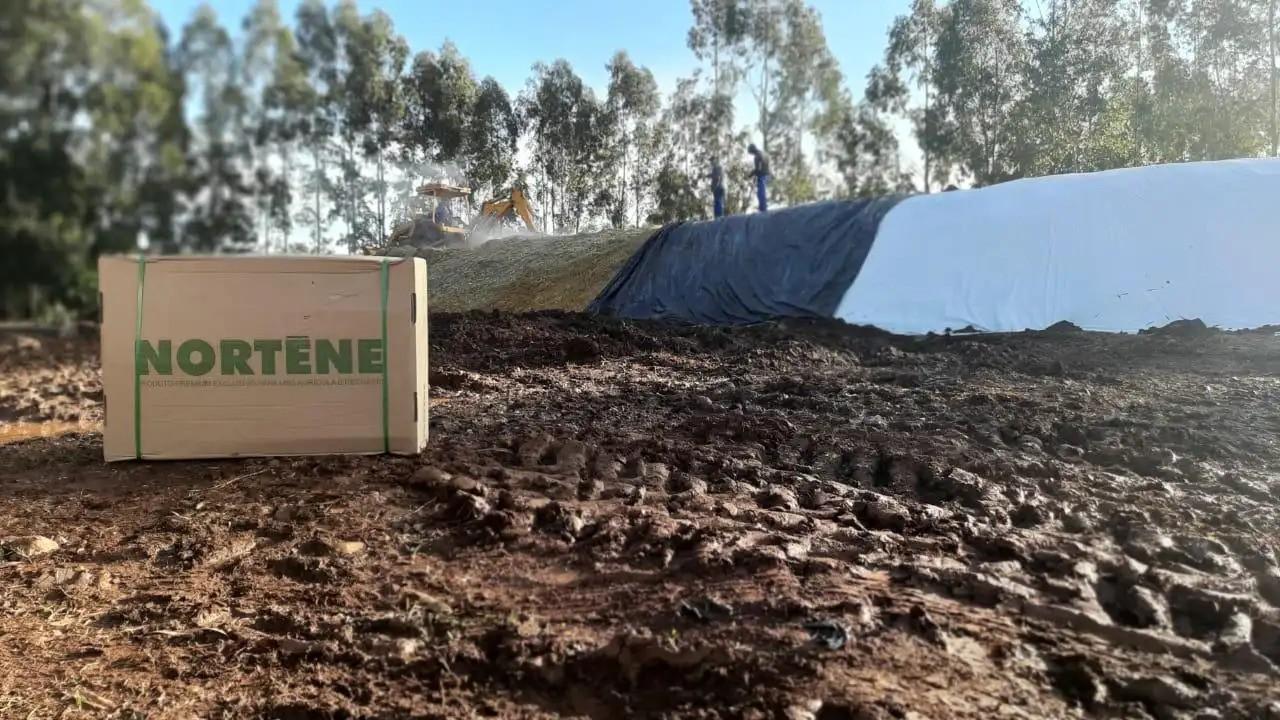 Lona Branca Preta Nortene Silagem Reservatório 61kg - 12x50