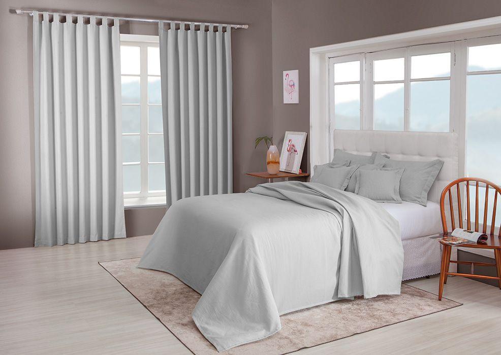 Colcha cobre leito de casal cinza lisa com porta travesseiros