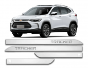 FRISO CHEVROLET TRACKER BRANCO SUMMIT CROMADO LARGO PONTA FACA