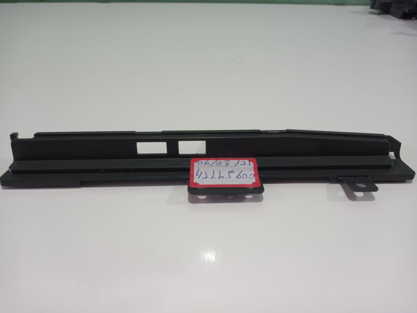 Acabamento das entradas HDMI da TV LG 42LB5600