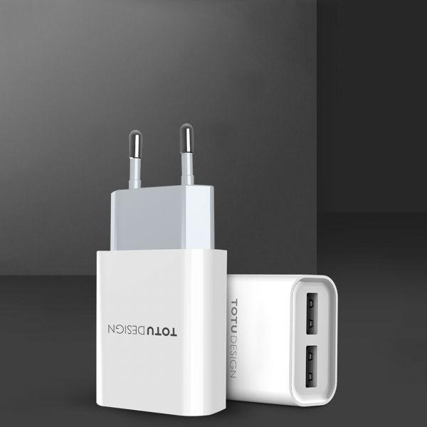Carregador de Parede Original TOTU Dual USB 2.4A Universal para Qualquer Smartphone - Branco