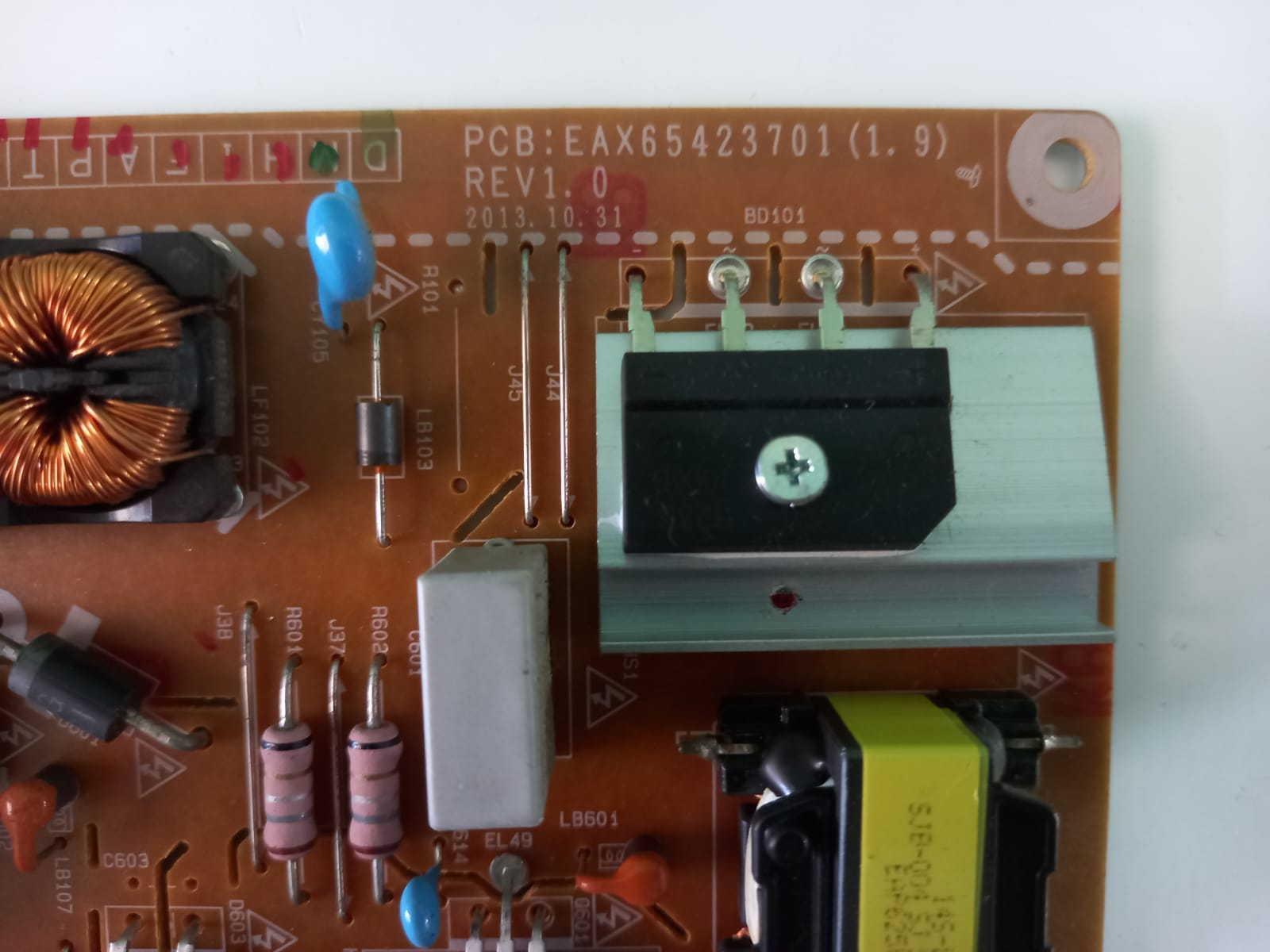 Placa fonte modelo EAX65423701(1.9) para TVs LG 32LB5800; 42LB5500; 42LB5600; 42LB6200 e 42LB6500.