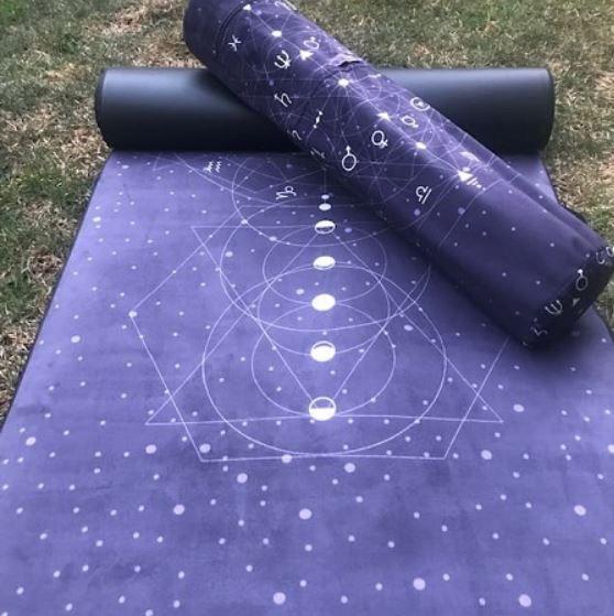 Kit Tapete Aveludado e Bolsa Porta Mat - Astrologia