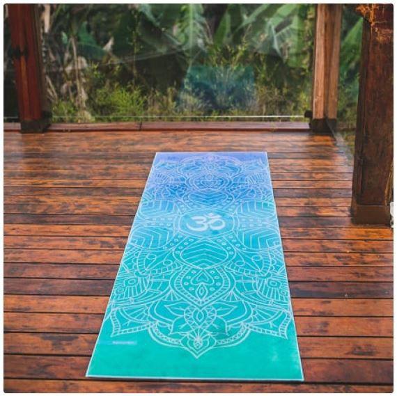 Tapete de Yoga Estampado Aveludado - Om  Degradê Azul e Verde