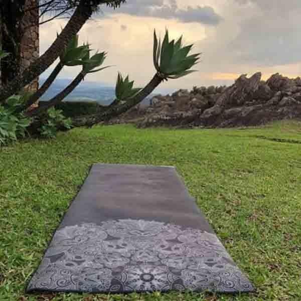 Tapete de Yoga Estampado Aveludado - Preto Mandala