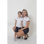 COMBO - MÃE E FILHO > Kit Shorts Saia Azul e Polo Fem Branca + Bermuda Infantil Azul e Polo Infantil Branca [Coleção Tal Mãe Tal Filho]