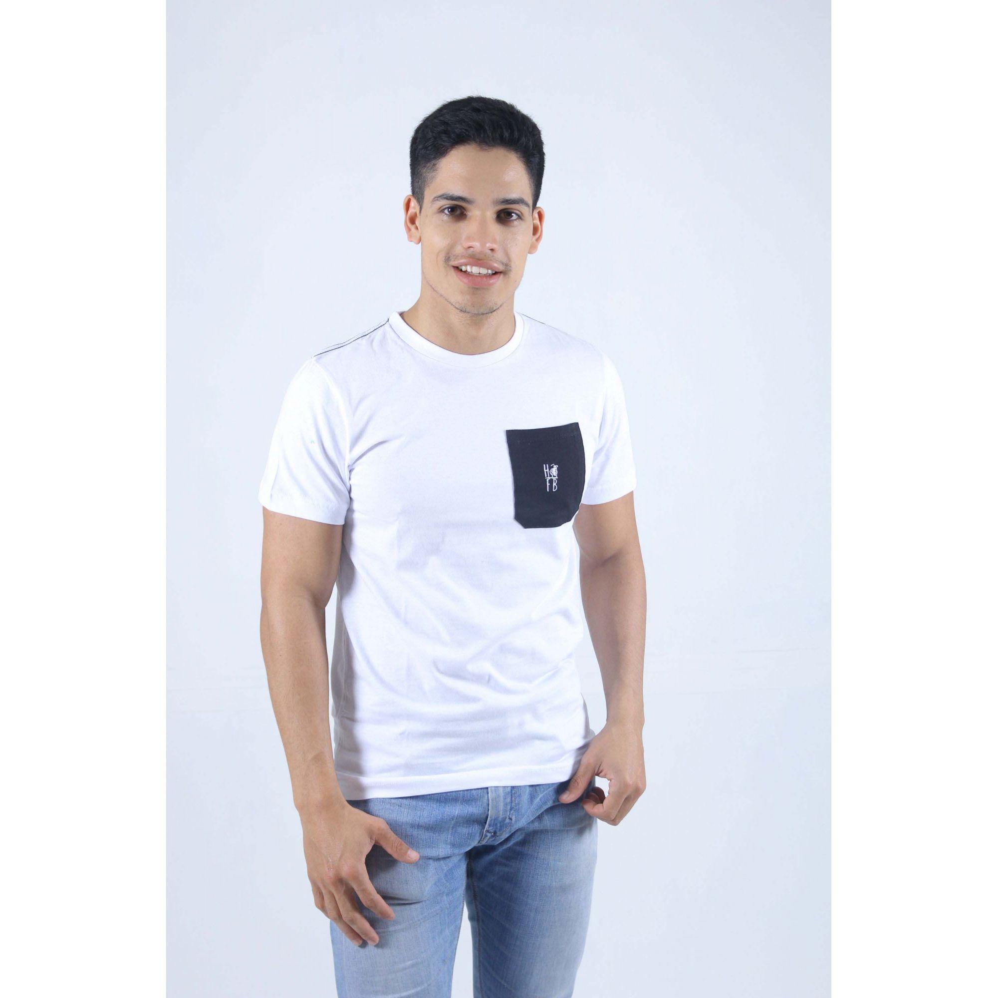 Camiseta Branca Bolso Preto