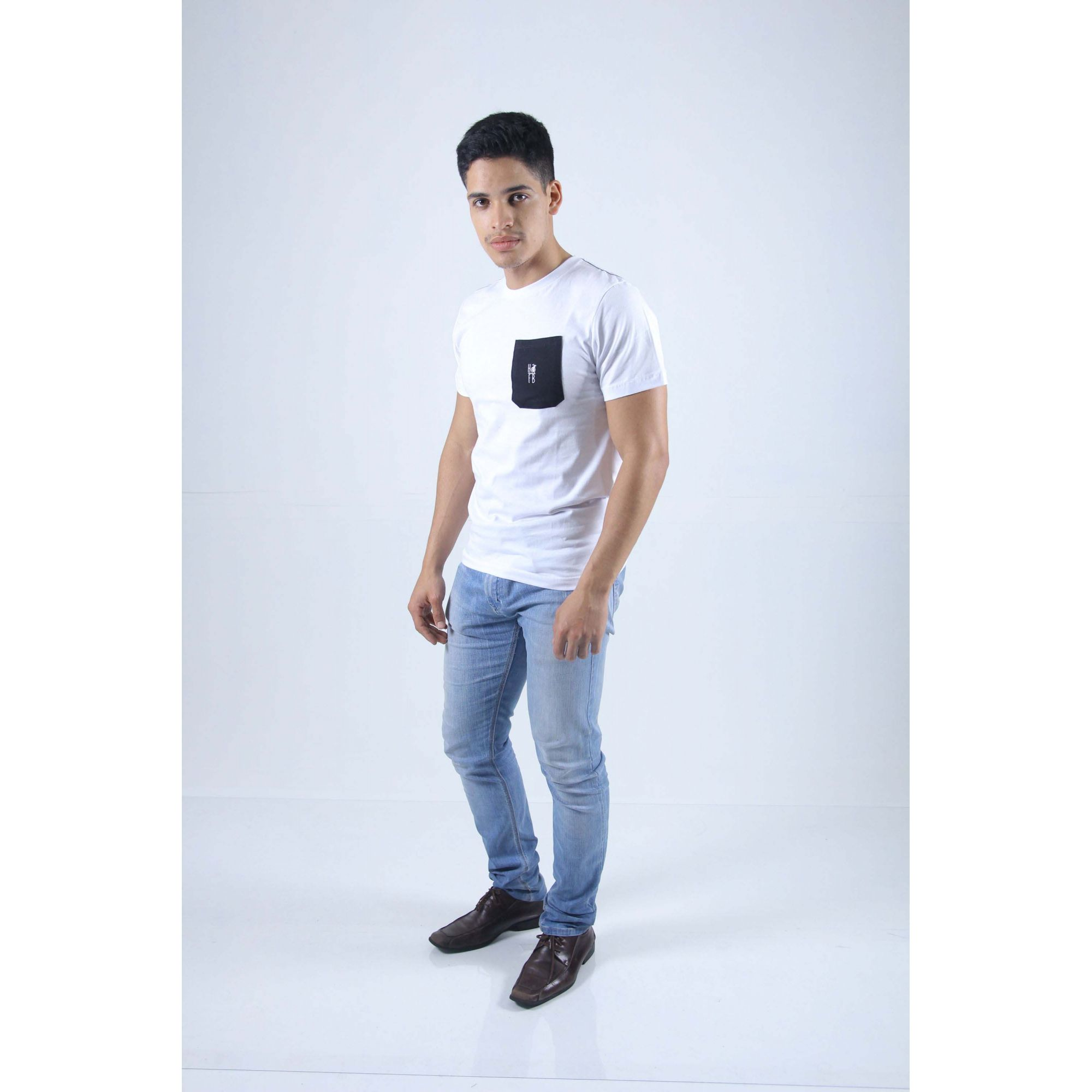 Camiseta Branca Bolso Preto  - Heitor Fashion Brazil