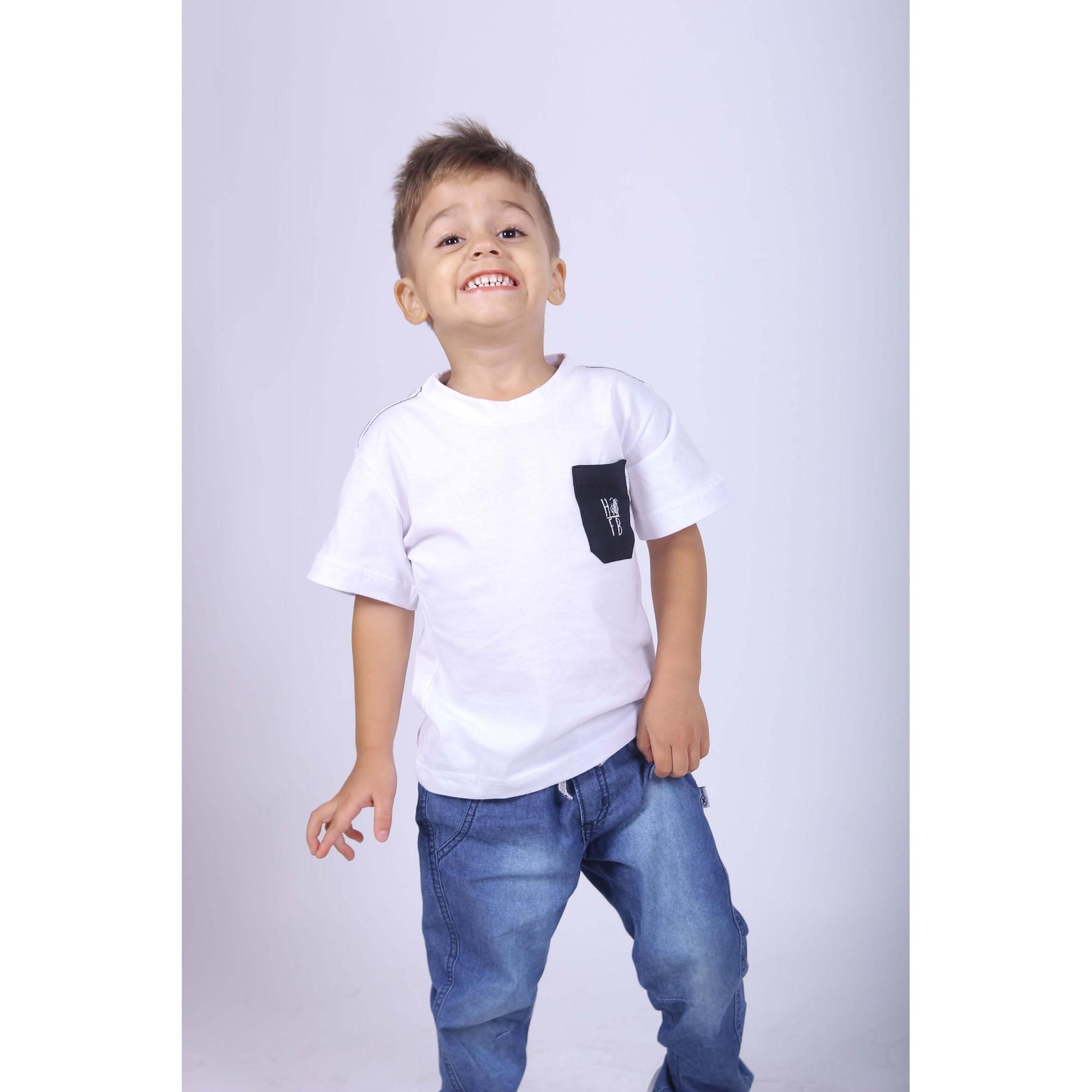Camiseta Infantil Branca Bolso Preto