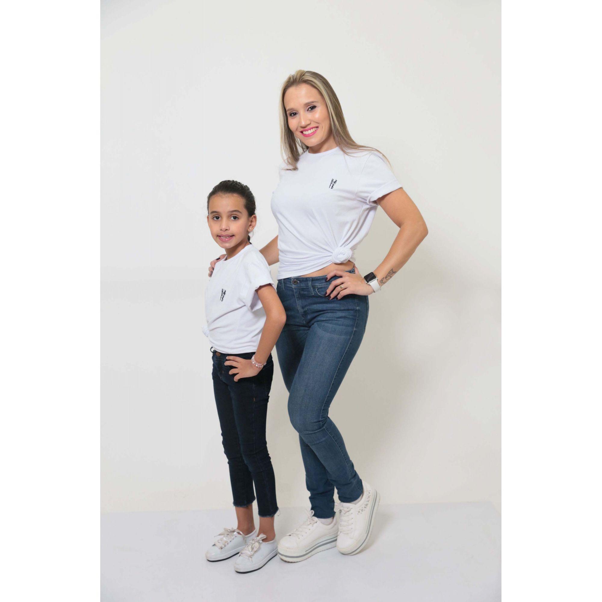 MÃE E FILHA > Kit 02 Peças T-Shirts - Branca Unissex [Coleção Tal Mãe Tal Filha]