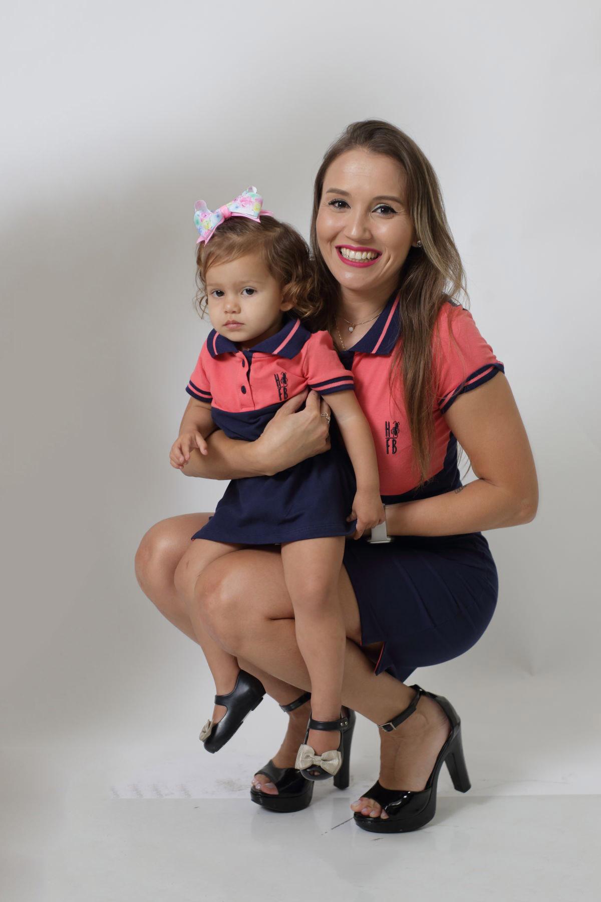 MÃE E FILHA > Kit 02 Vestidos Adulto e Infantil Goiaba com Marinho PREMIUM
