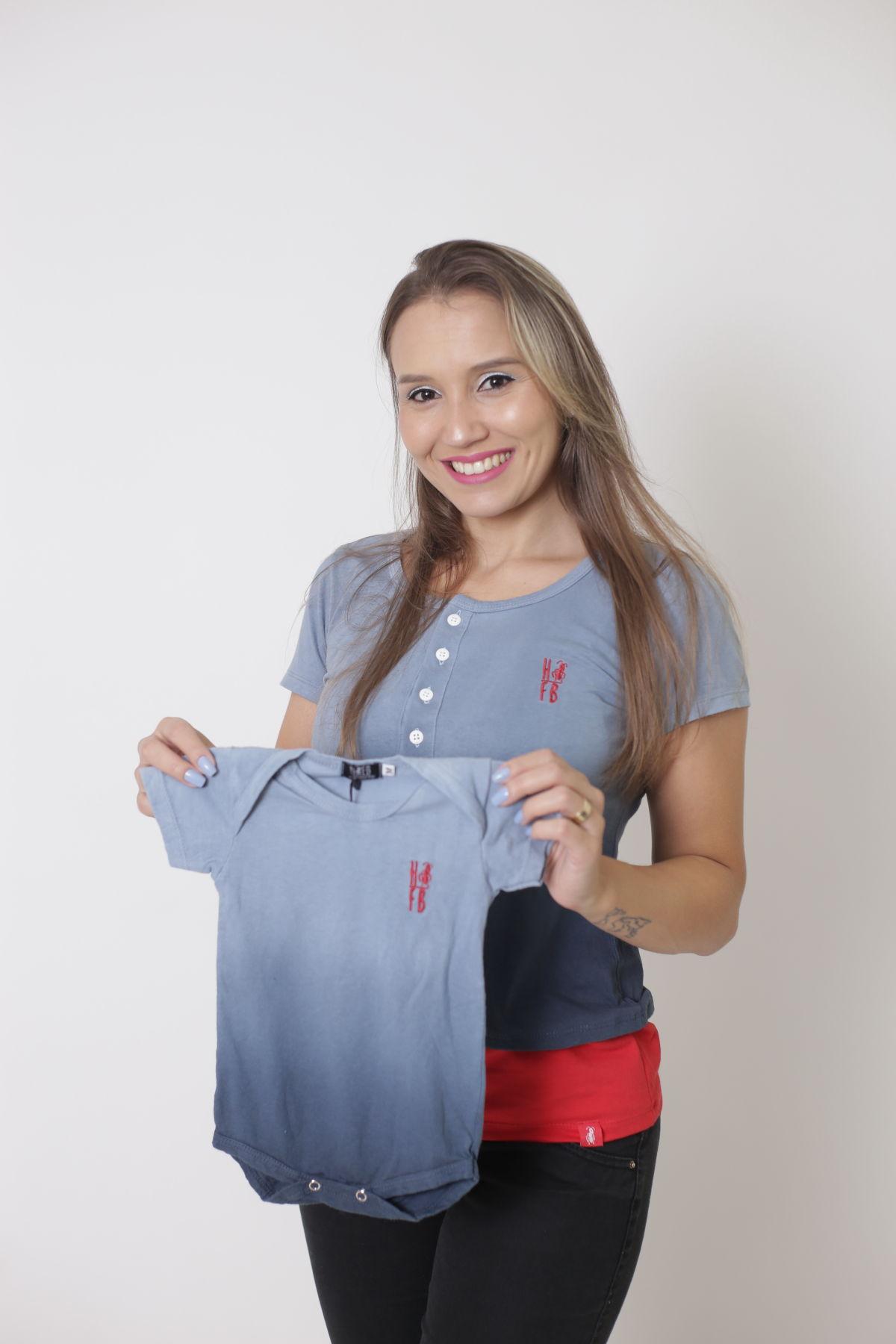 MÃE E FILHOS > Kit 02 Peças T-Shirt Henley + Camiseta ou Body Infantil Unissex - Degradê [Coleção Tal Mãe Tal Filho]  - Heitor Fashion Brazil