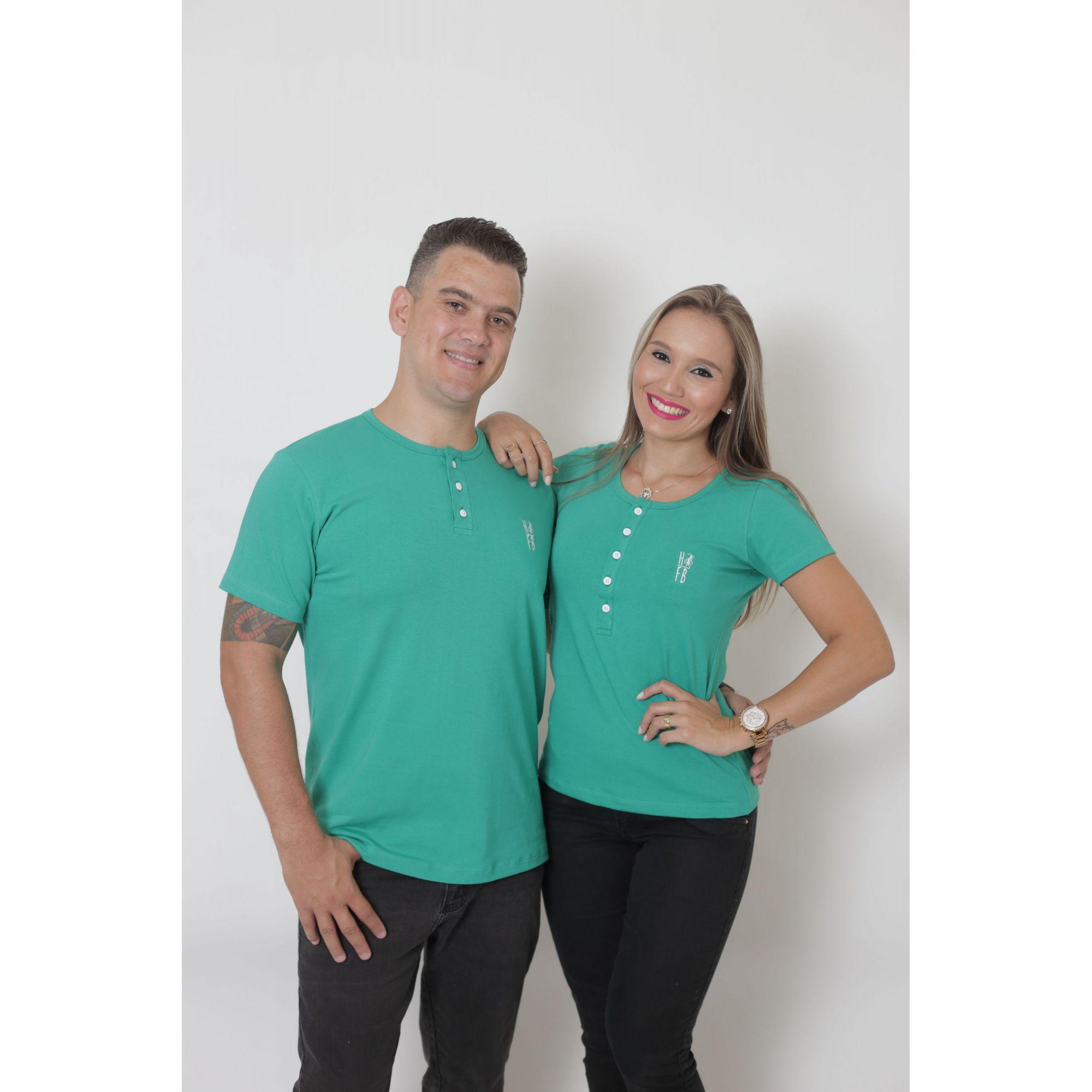 NAMORADOS > Kit 02 Peças T-Shirt Henley Verde Jade Masculina + Feminina [Coleção Namorados]