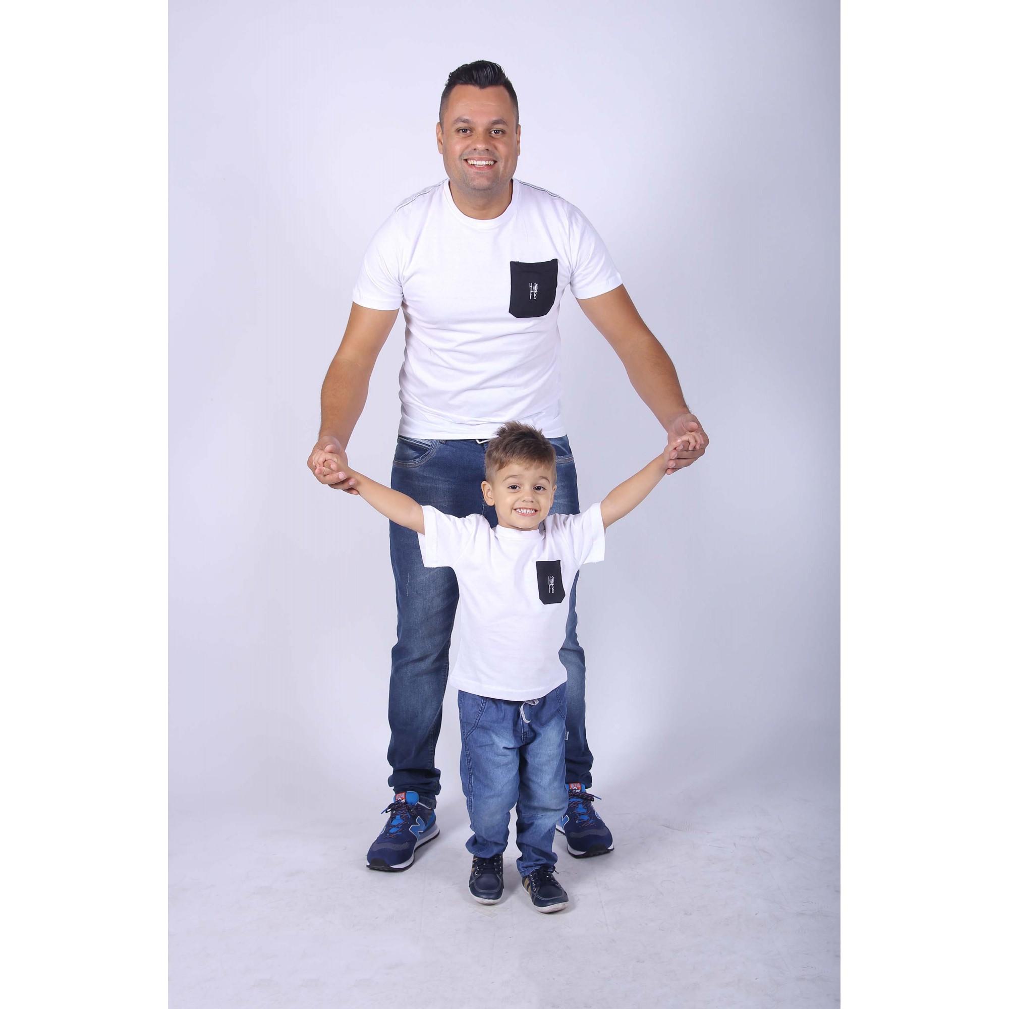 PAI E FILHO > Kit 02 Camisetas Branca com Bolso Preto [Coleção Tal Pai Tal Filho]