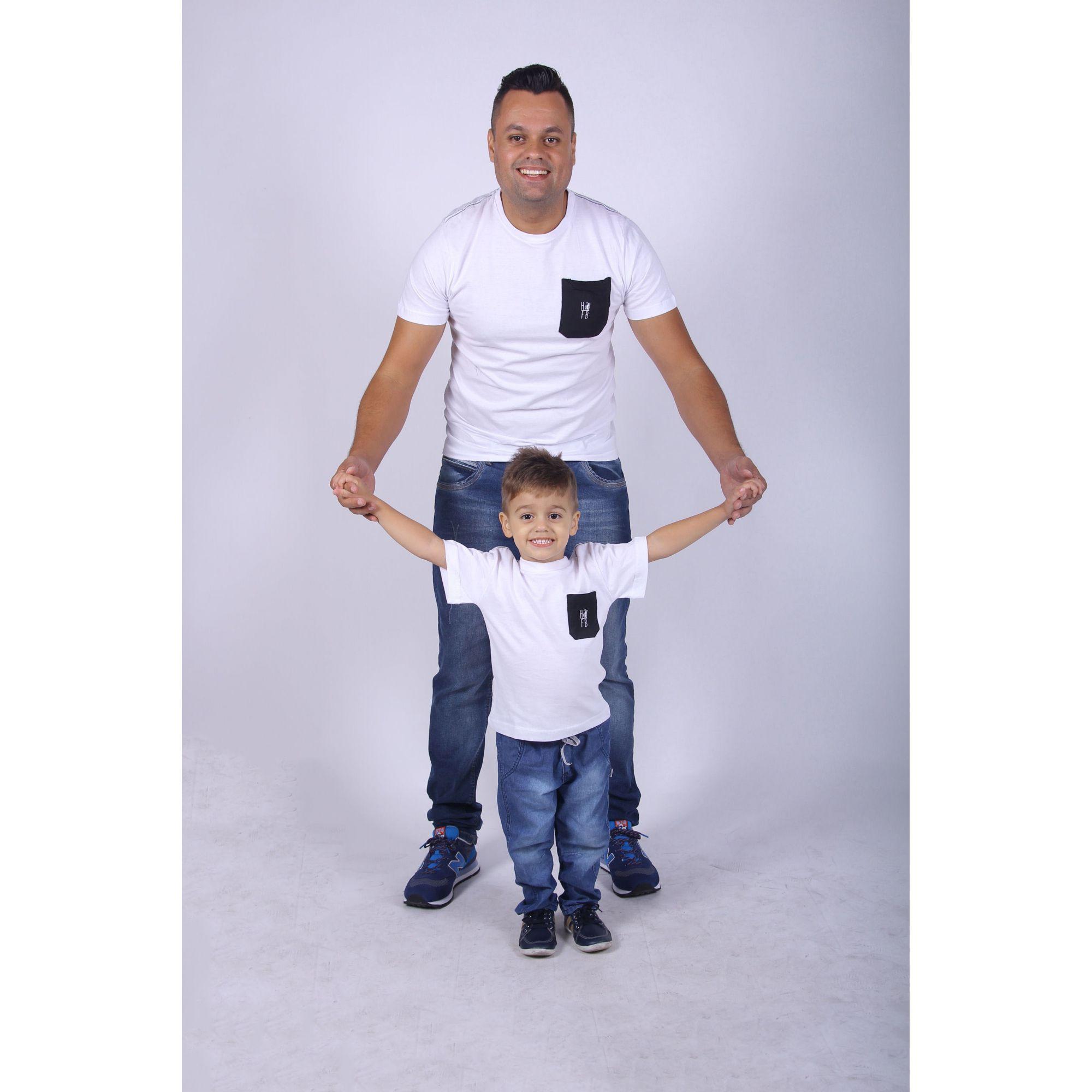 PAI E FILHO > Kit 02 Camisetas Brancas com Bolso Preto [Coleção Tal Pai Tal Filho]  - Heitor Fashion Brazil