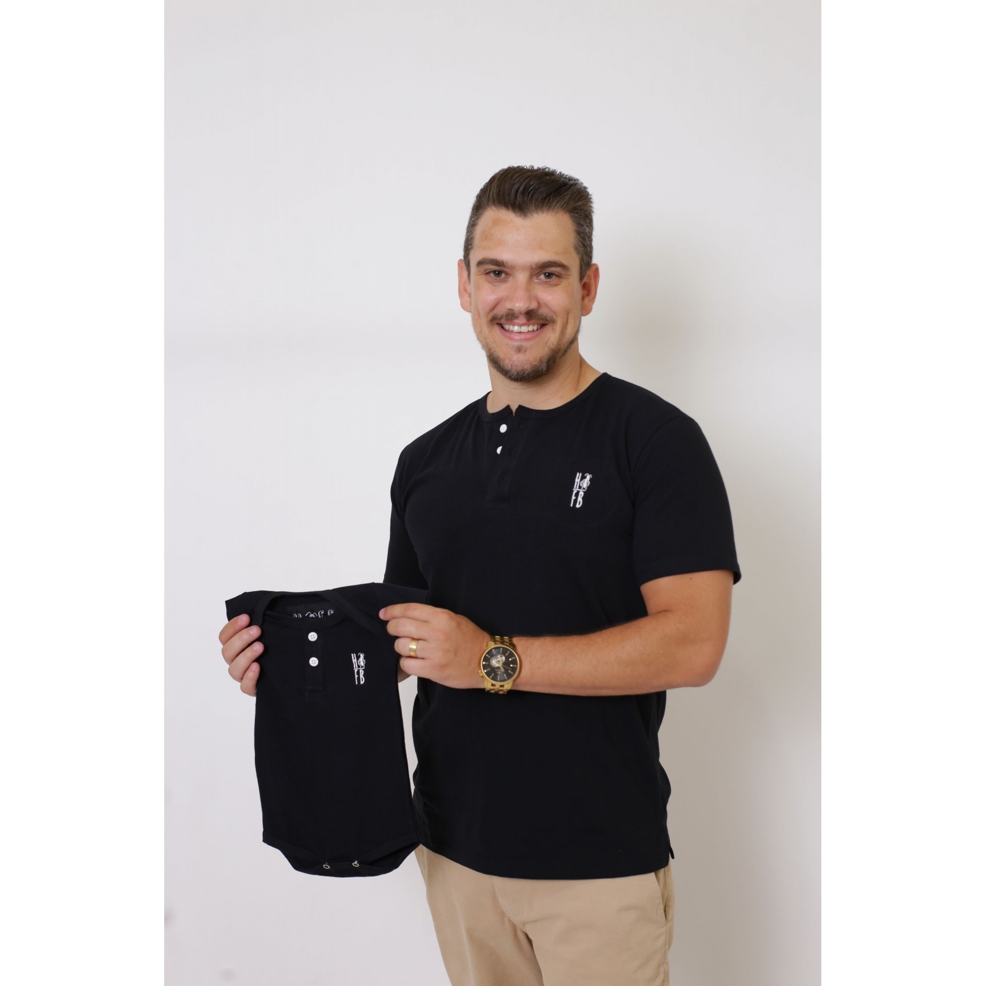 PAI E FILHOS > 02 Peças - T-Shirt + Body Unissex Henley - Preto  [Coleção Tal Pai Tal Filho]