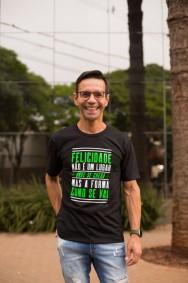 Camiseta REF.7005 - Felicidade não é um lugar onde se chega, mas a forma como se vai