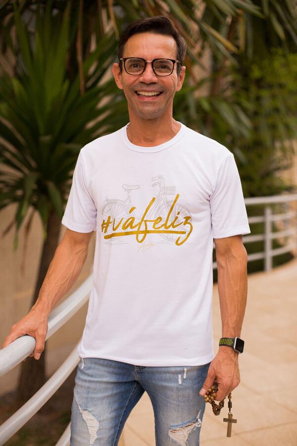 Camiseta Ref. 7010 - # Vá Feliz