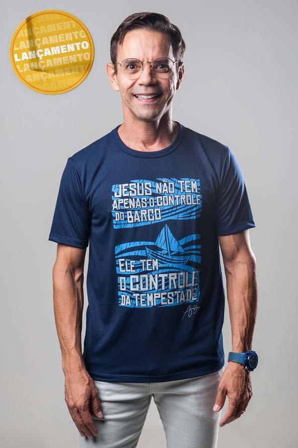 Camiseta Ref. 7020 - Jesus não tem apenas o controle do barco