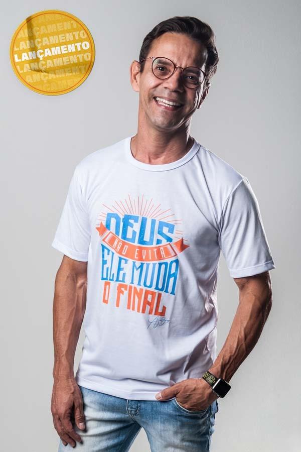 Camiseta Ref. 7022 - Deus não evita, ele muda o final