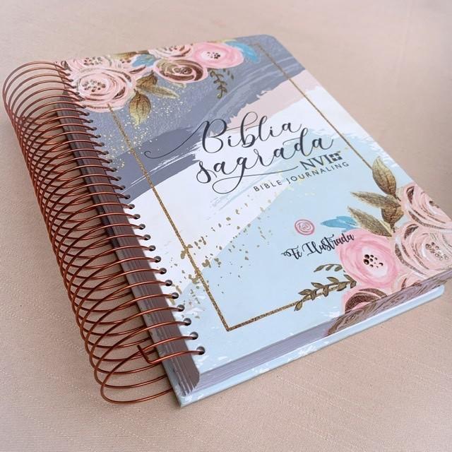 Bíblia Rosé, Aba floral e 2 aquarelas gel
