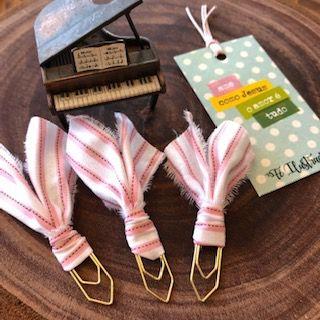 clips de tecido feito à mão (rosa listrado)   -  Fé Ilustrada