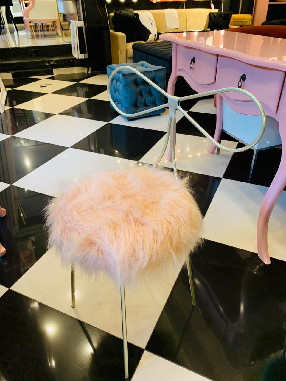 Cadeira Alice - Base Dourada- Pelúcia Rosé
