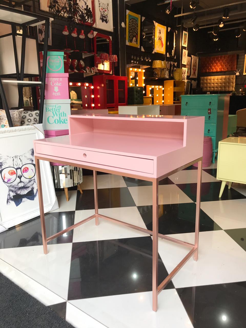 Escrivaninha Industrial Rosé.