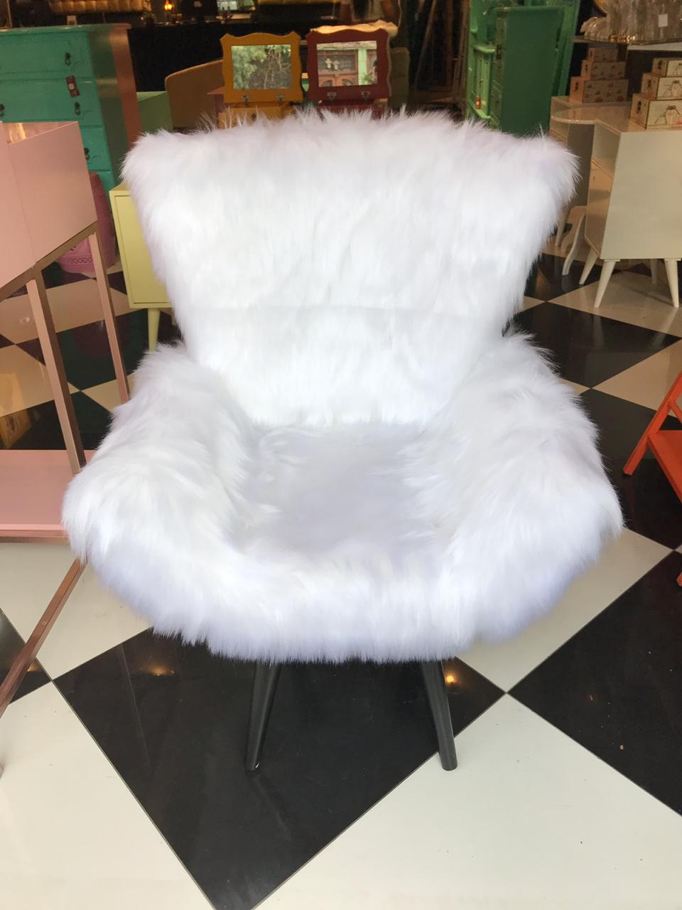 Poltrona Pé Palito Pelúcia Branca