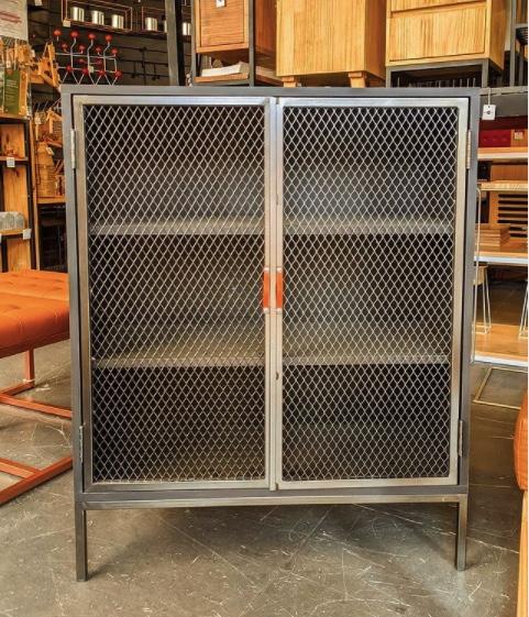 Aparador Industrial 10 com Porta de Tela de Aço