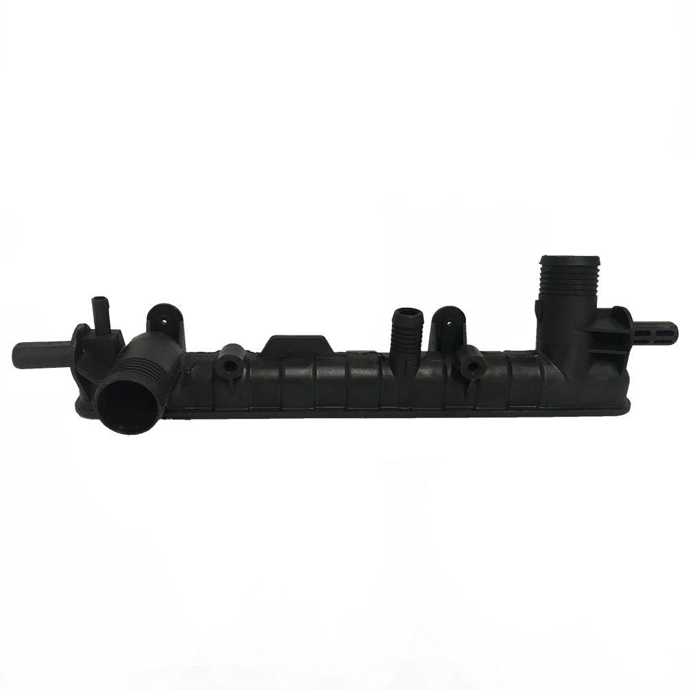 Caixa de Radiador Ford Escort / Volkswagen Logus Pointer Sem Ar Com Bico 38mmx324mm
