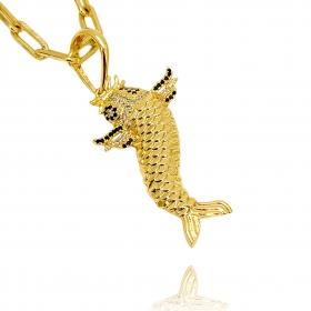 Pingente Carpa ICED Cravejada em Zircônia (4,4cmX3cm) (9,5g) (Banho Ouro 24k)