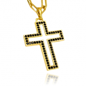 Pingente Cruz Vazada Cravejada G (Zircônia Preta) (4,5cmX3,5cm) (7g) (Banho Ouro 24k)