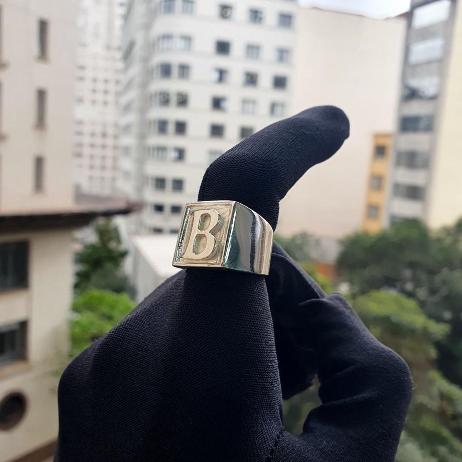 Anel com Letra B (12,6g) (Banho Prata 925)