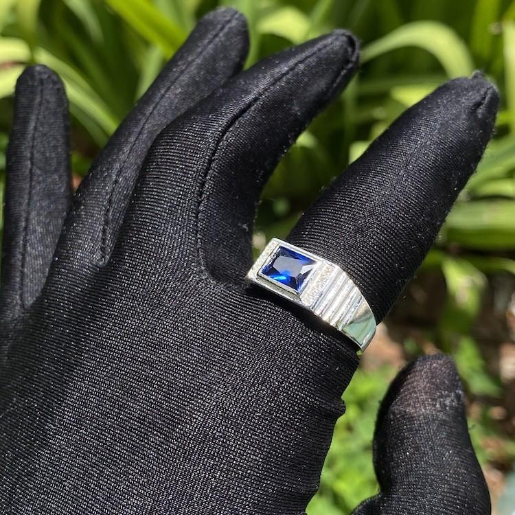 Anel Cravado com Pedra de Zircônia Azul 5g (Banho Prata 925)