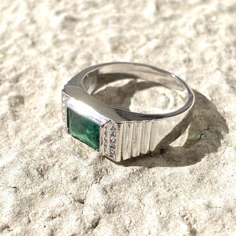 Anel Cravado com Pedra de Zircônia Verde 5g (Banho Prata 925)