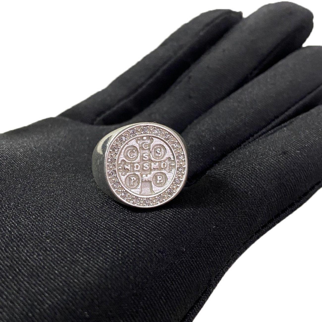 Anel Medalha de São Bento Cravejado em Zircônia (7,6g) (Banho Prata 925)