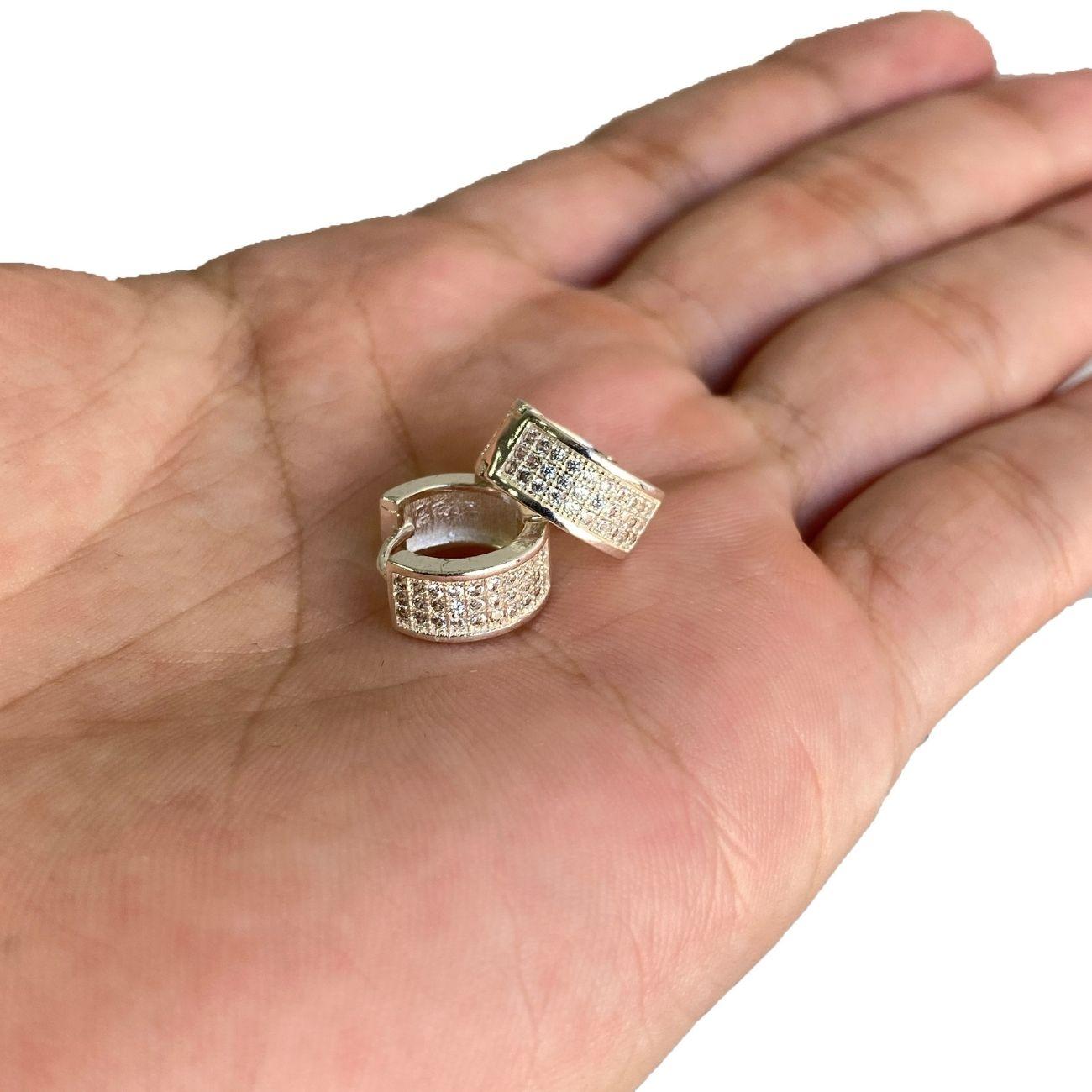 Brinco Argola Chapado Cravejado em Zircônia 30 Pedras (Banho Prata 925)
