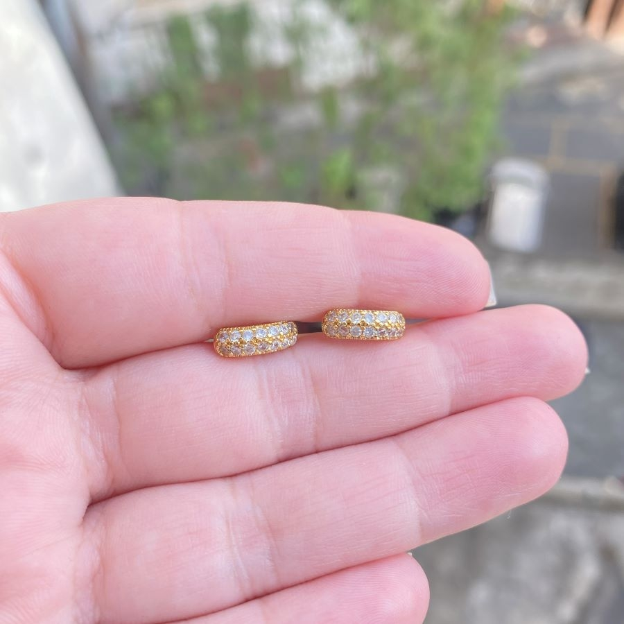 Brinco Argola Cravejada em Zircônia 14 Pedras de Zircônia 1 (Banho Ouro 24k)