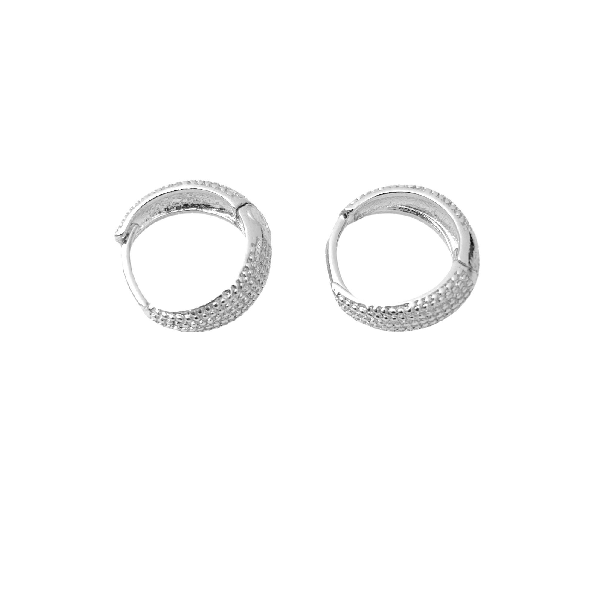 Brinco Argola Texturizada M (Piercing Hélix) (Banho Prata 925)