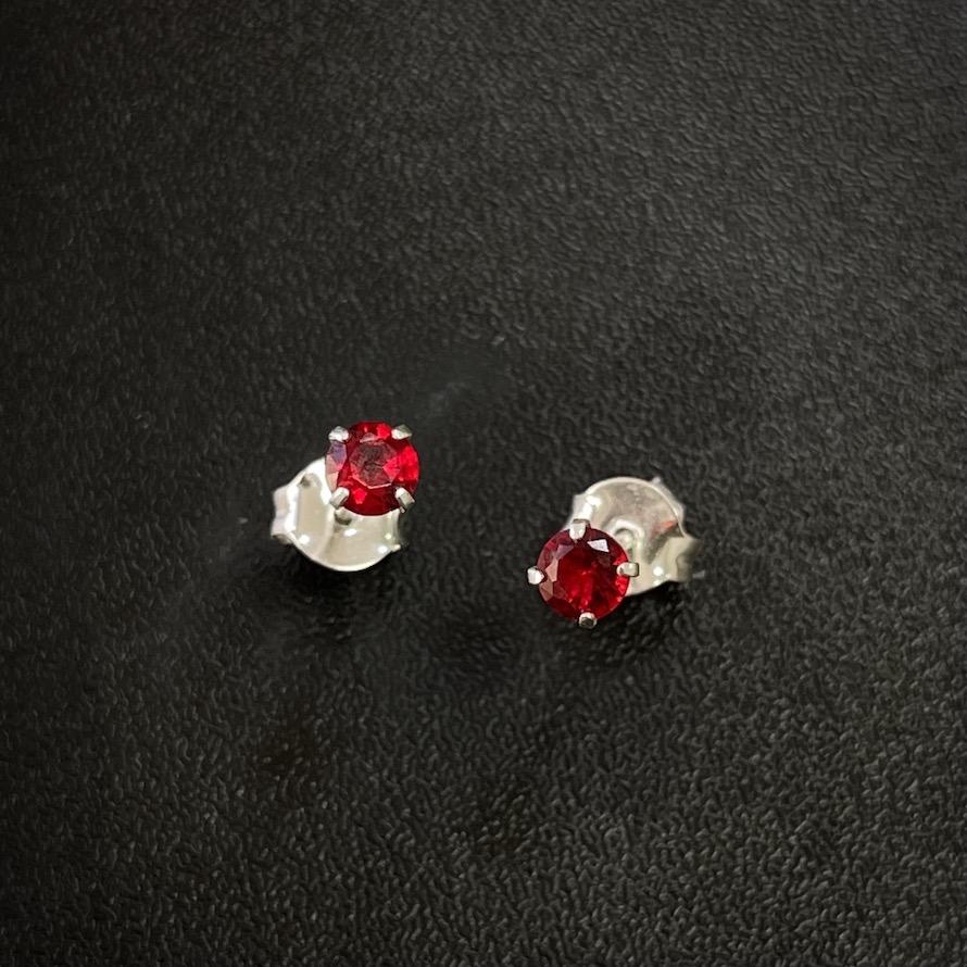 Brinco Circular Pedra de Zircônia Vermelha (4mmX4mm) (Prata 925 Italiana)