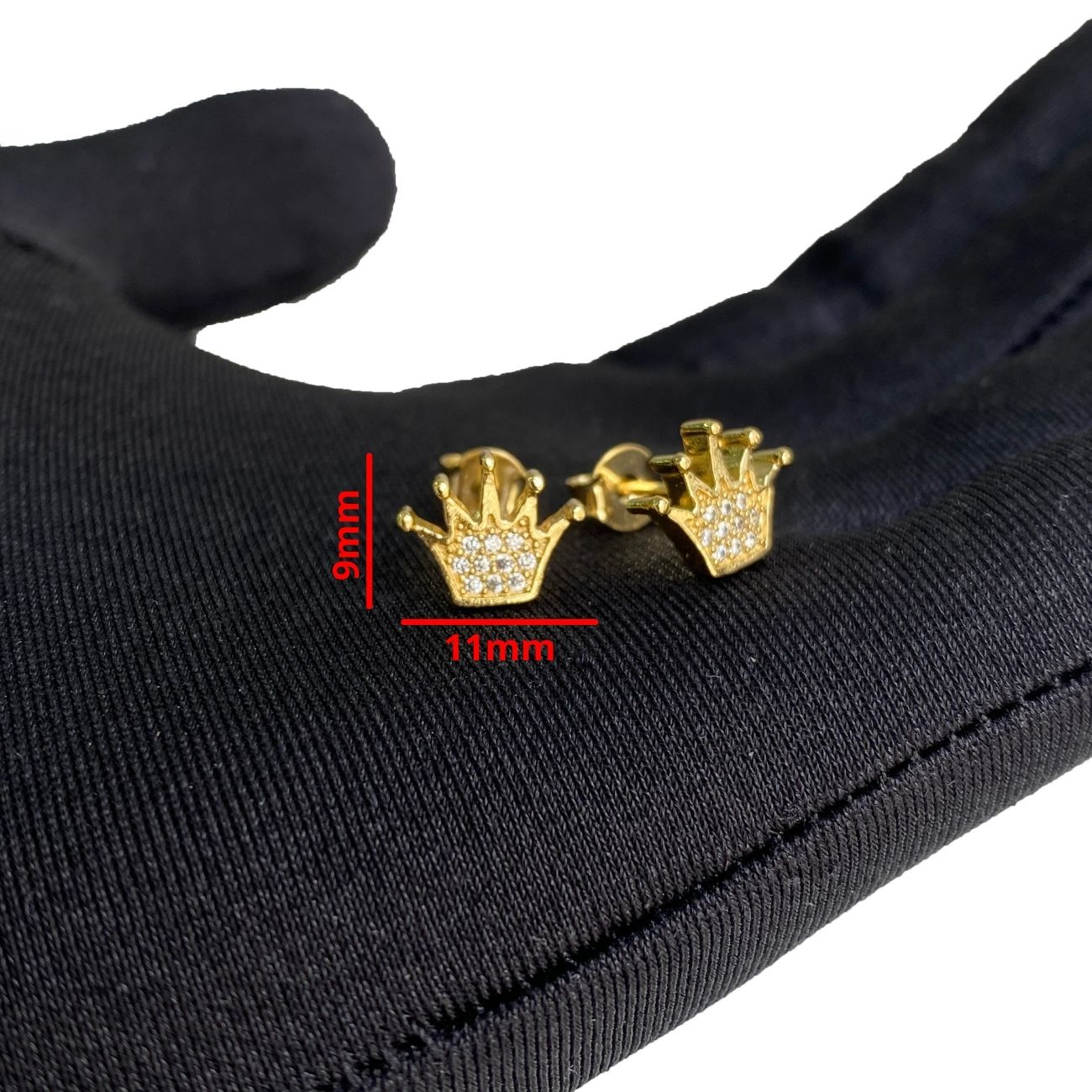 Brinco Coroa Cravado com Perdas de  Zircônia (Banho Ouro 24k)