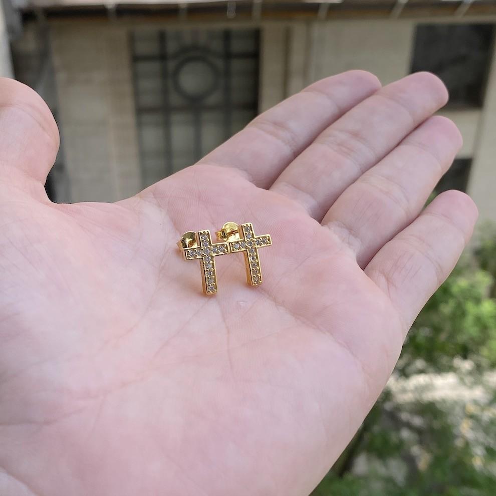 Brinco de Cruz Cravejado em Zircônia (Banho Ouro 24k)