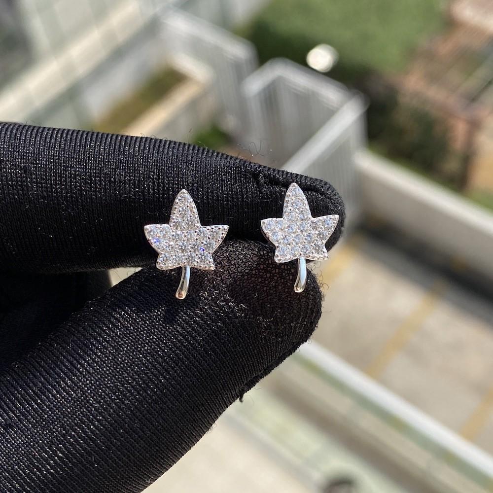 Brinco Maple Leaf (Canada) Cravejado em Zircônia (Prata 925 Italiana)