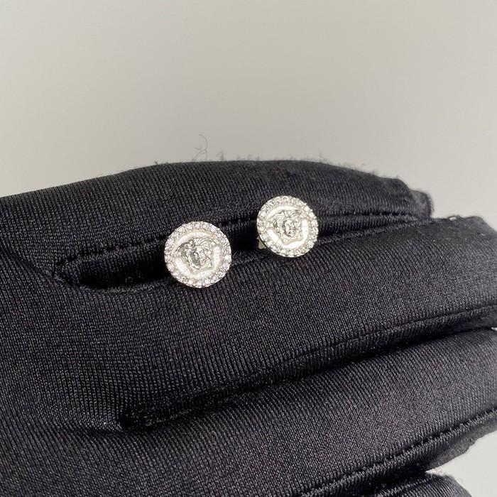 Brinco Medalha Medusa Cravejado em Zircônia 10mm (Banho Prata 925)