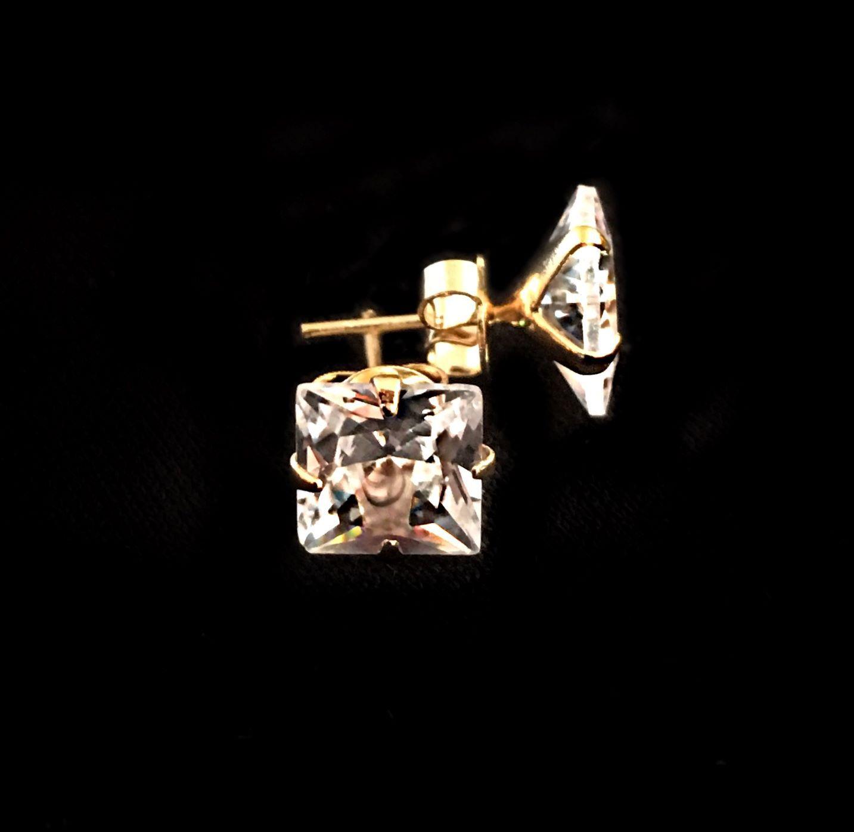 Brinco Pedra de Zircônia Grande 7,5mm X 7,5mm (Banho Ouro 24k)