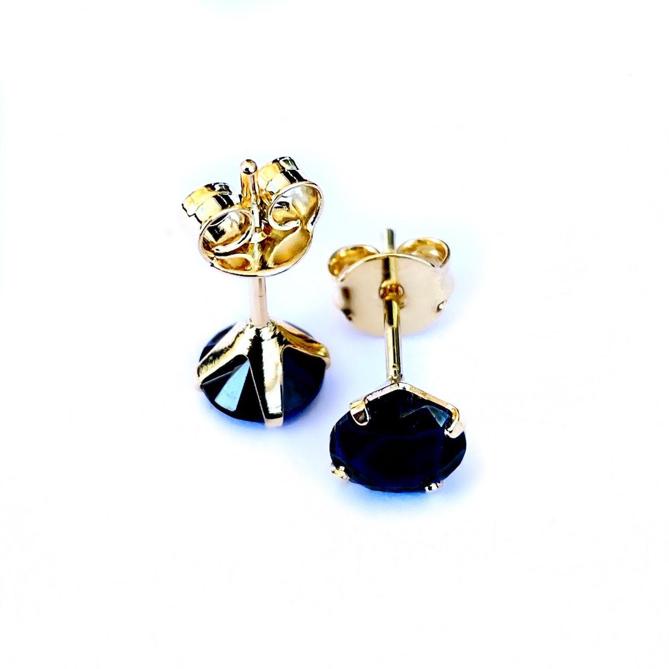 Brinco Pedra Preta de Zircônia Circular 6mm X 6mm (Banho De Ouro 18k).